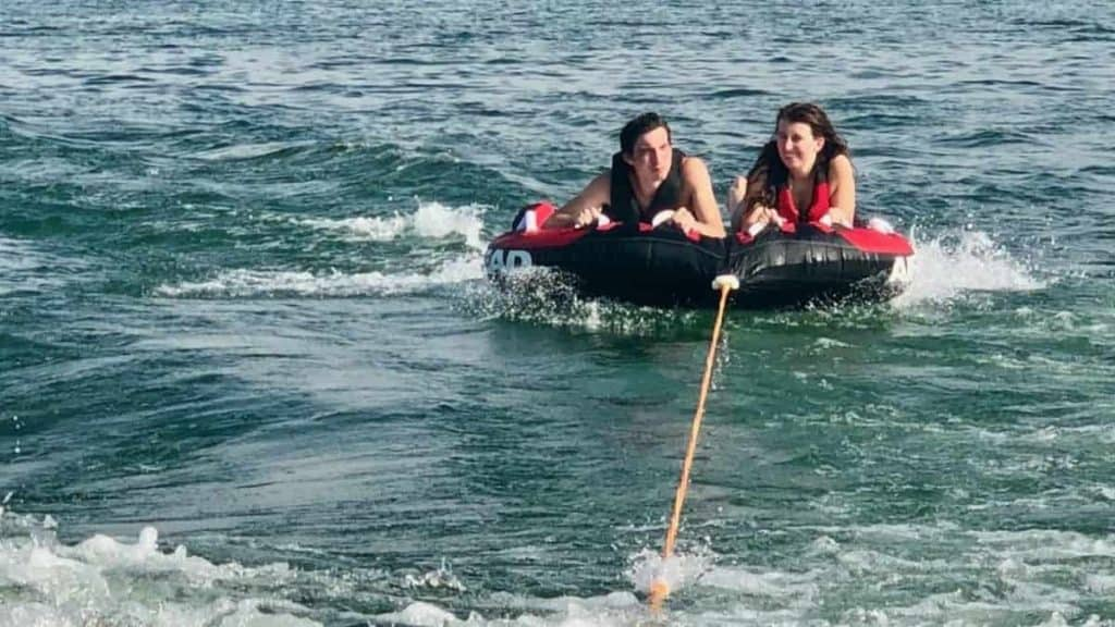 Two person towable inner tube