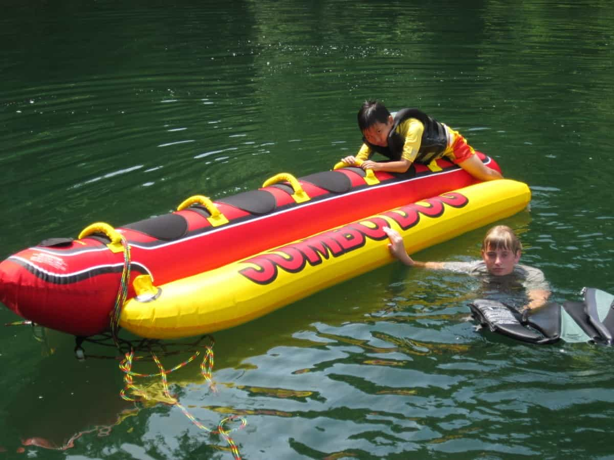 Towable 5 person hot dog can be pulled with a jet ski or boat
