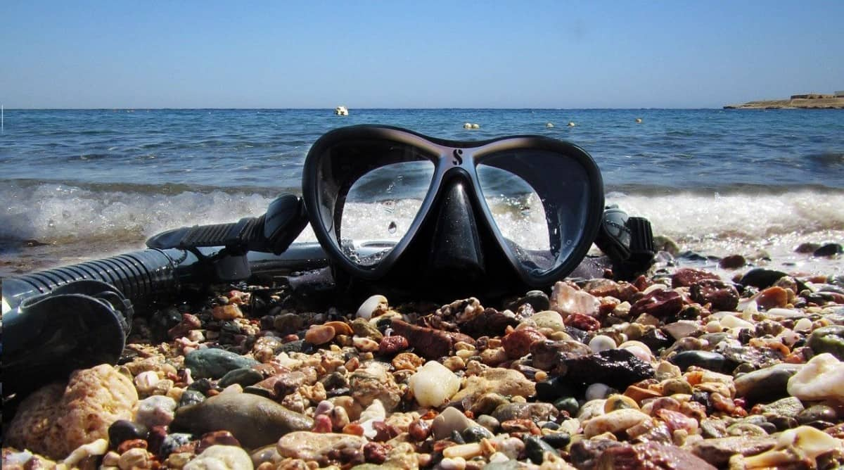 Snorkel mask on rocks, pregnant women can snorkel