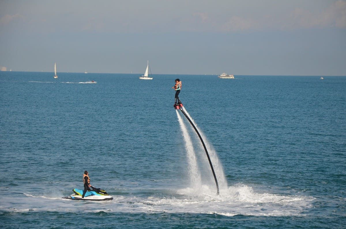 Flyboarding in open water used to illustrate how to avoid injury